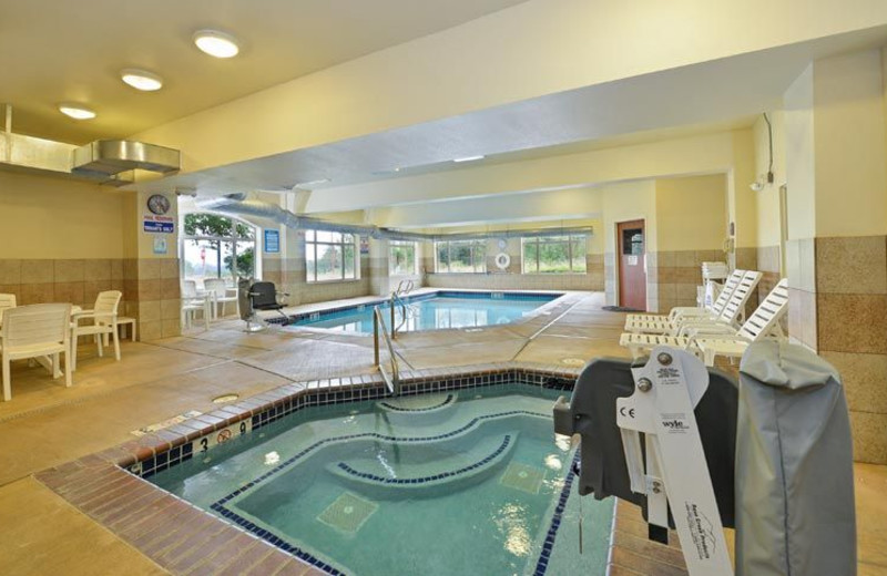 Indoor Swimming Pool and Whirlpool at Comfort Suites Eugene