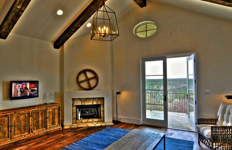 Living room view at Stablewood Springs Resort.