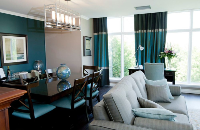 Suite dining area at Elm Hurst Inn & Spa.