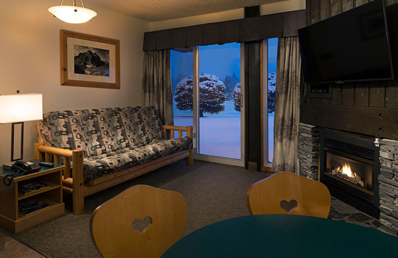 Guest living room at Rocky Mountain Ski Lodge.