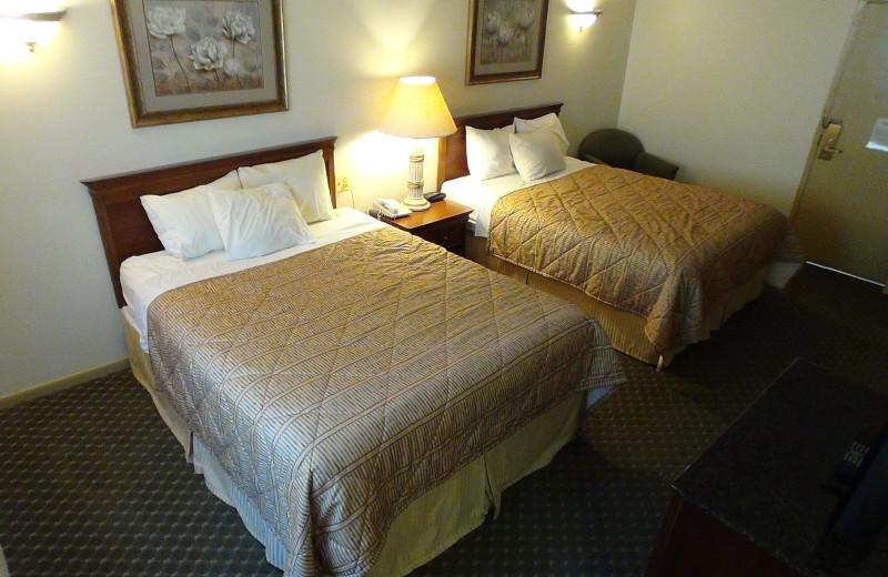 Guest room at Villa Roma Resort.