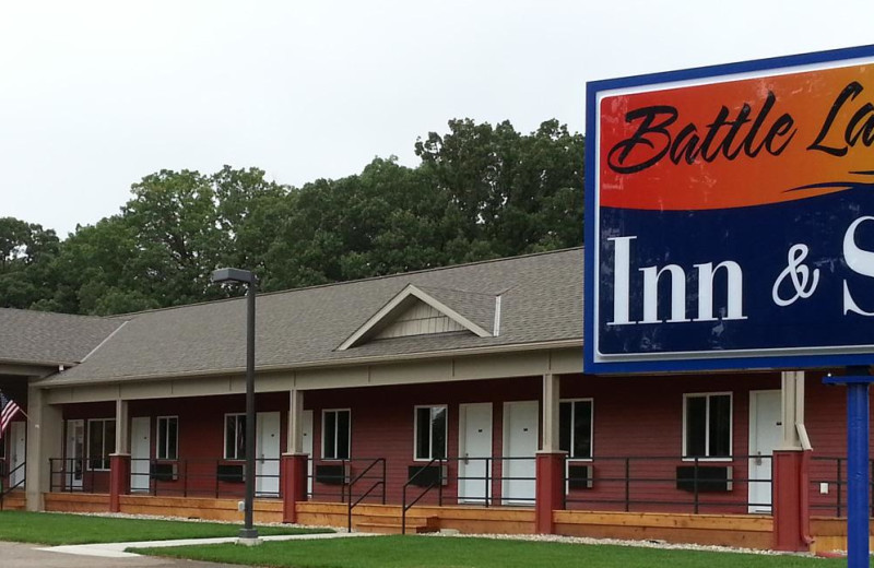 Exterior view of Battle Lake Inn and Suites.