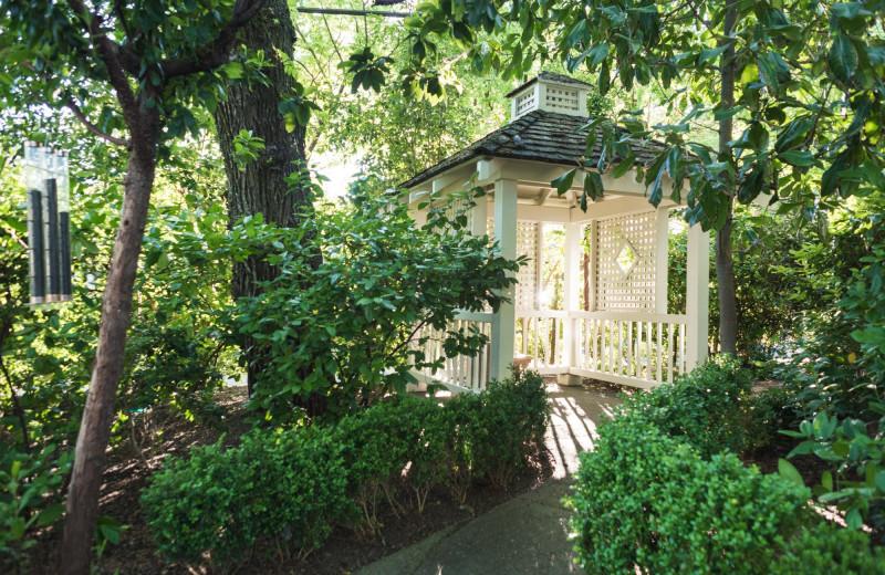 Garden exterior at Cottage Grove Inn.