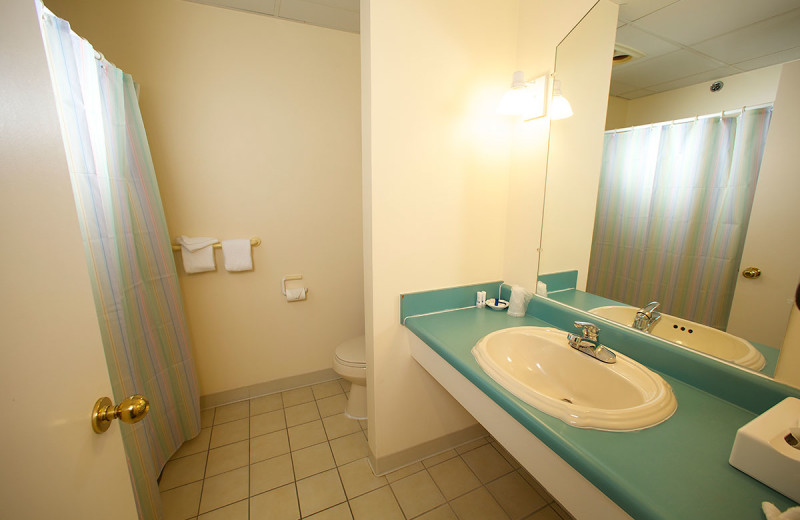 Guest bathroom at Anchorage Inn.