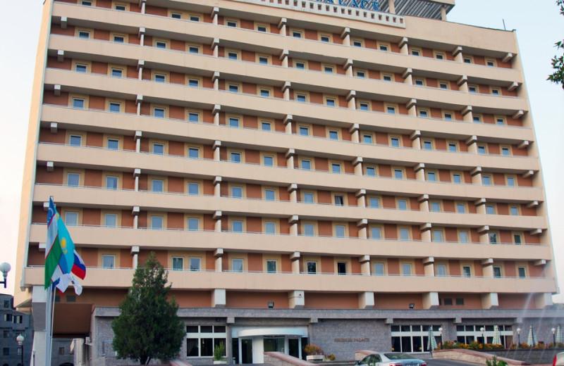 Exterior view of Hotel Shodlik Palace.