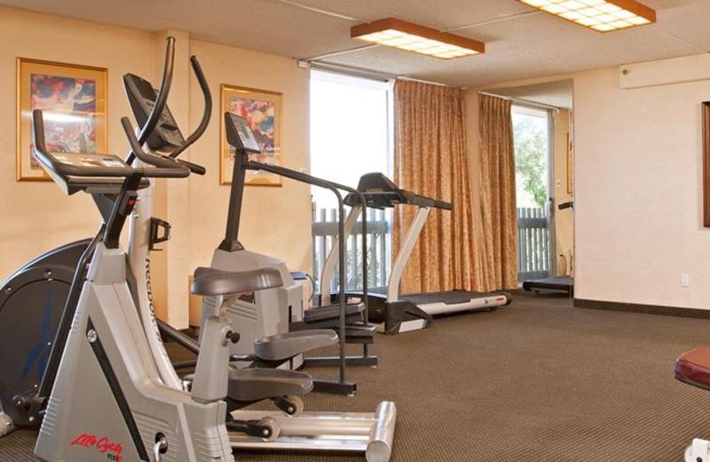 Fitness center at Riverpark Inn.
