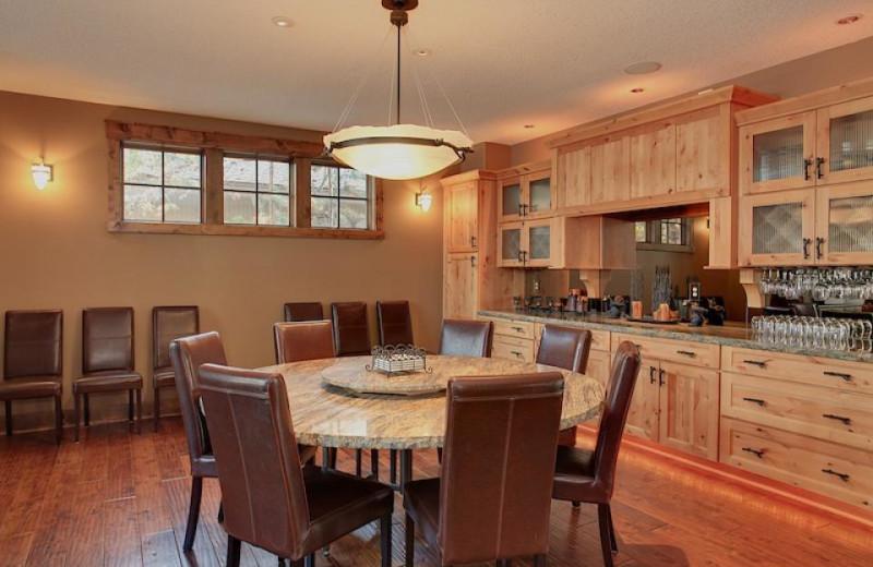Vacation rental dining room at Vacasa Rentals Sunriver.