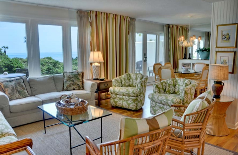 Rental living room at The Villas of Amelia Island Plantation.