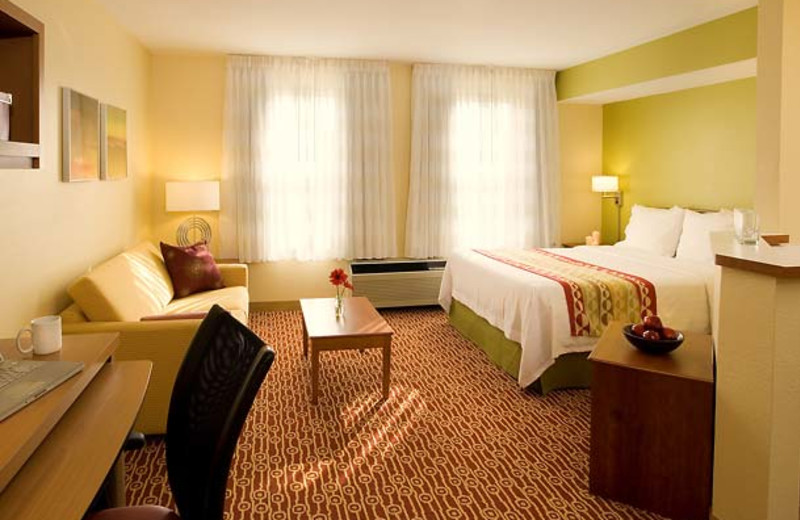 Guest room at TownePlace Suites by Marriott Newark/Silicon Valley.