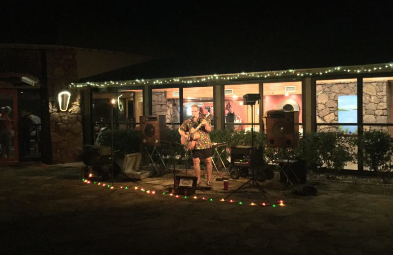 Live music at Canyon of the Eagles.