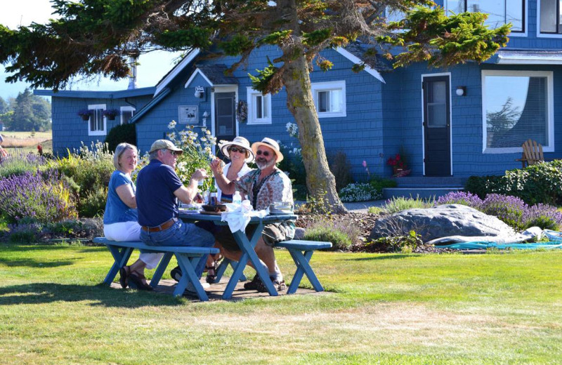 Picnic at Juan De Fuca Cottages.