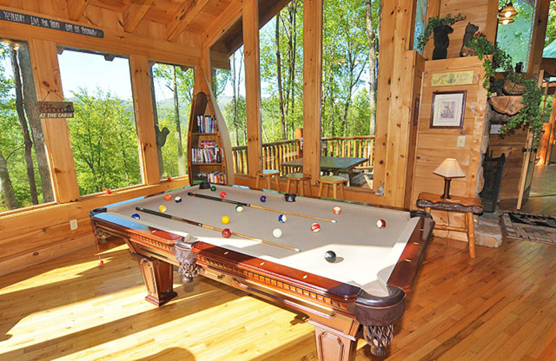Cabin billiard table at American Mountain Rentals.