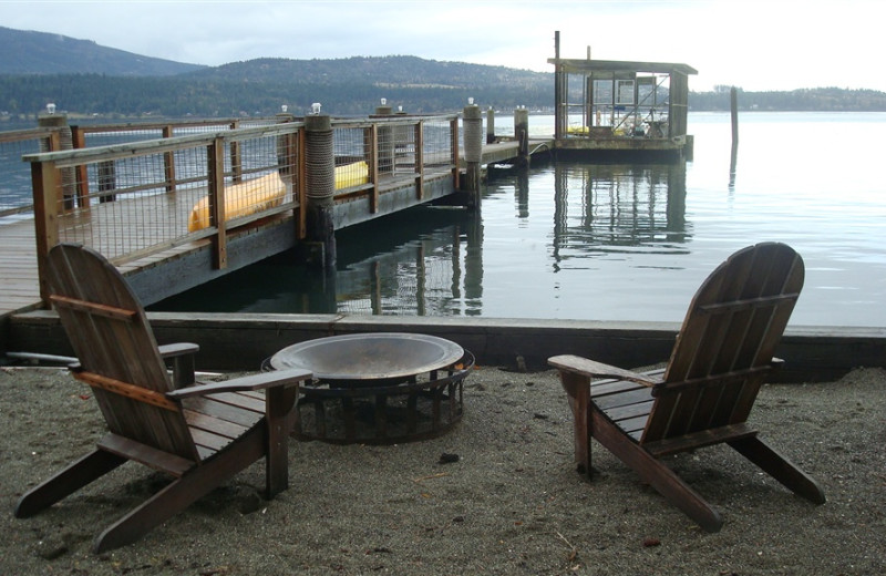 Fire pit at Sunset Marine Resort.