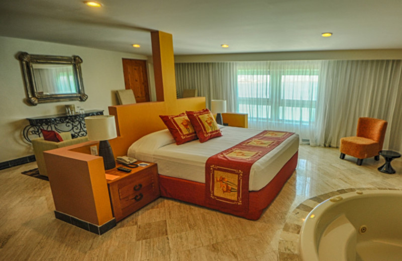Guest room at Grand Oasis Viva Beach.
