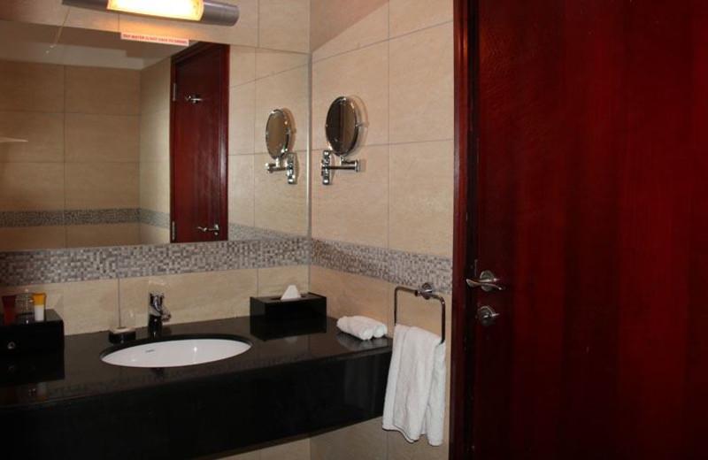 Guest bathroom at Best Western Peninsula.