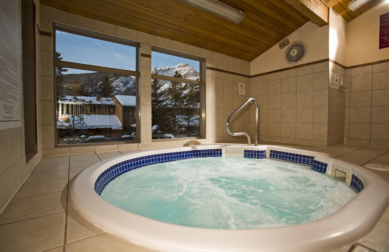 Hot tub at The Red Carpet Inn.