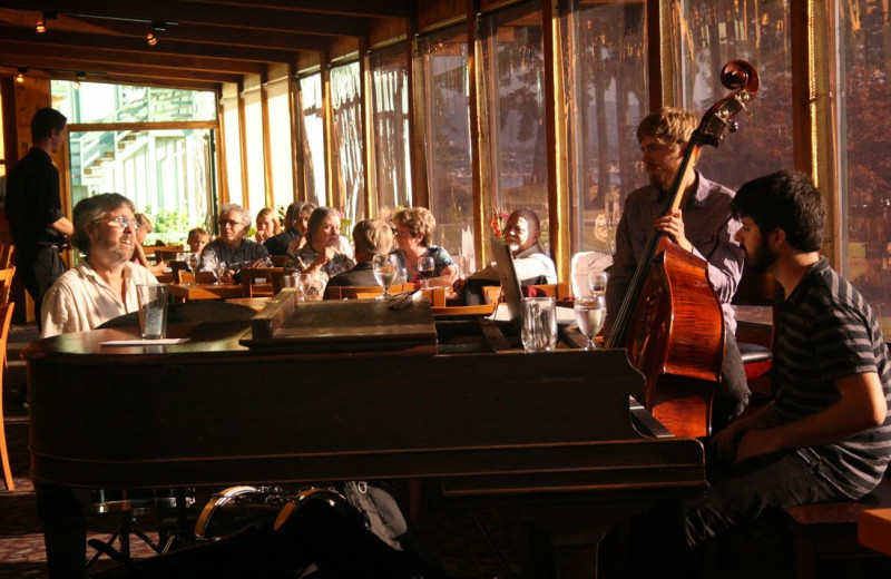 Live music while dining at April Point Lodge and Fishing Resort.