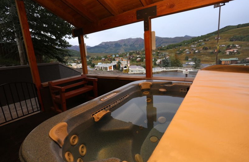 Rental hot tub at Alpine Getaways.