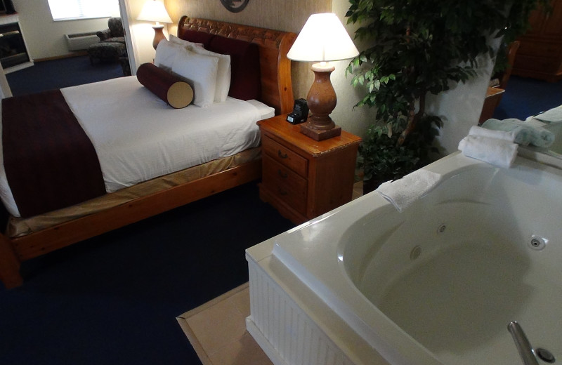 Jacuzzi bedroom at The Cherry Tree Inn & Suites.