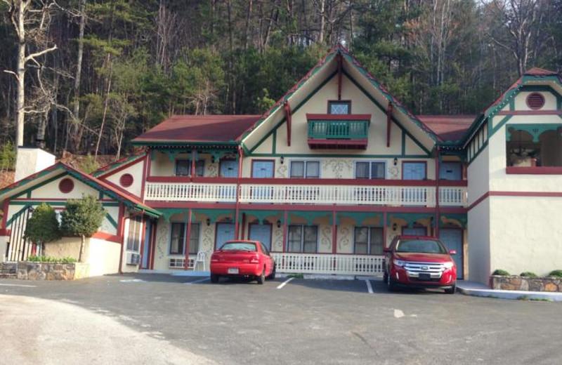 Exterior view of The Heidi Motel.