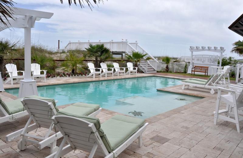 Rental pool at East Islands Rentals.
