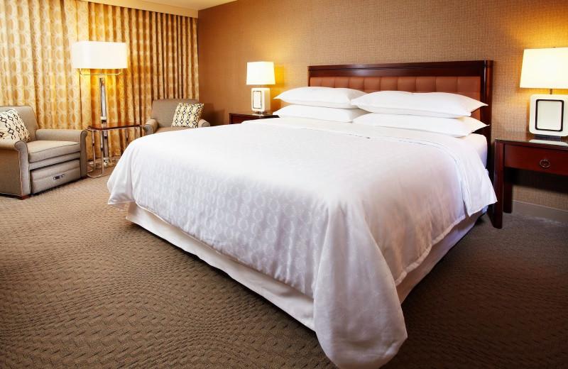 Guest room at Sheraton Detroit Novi.