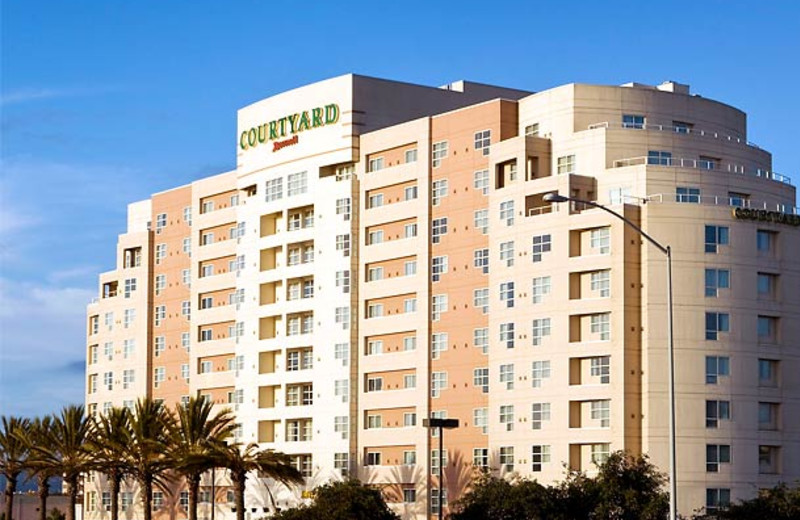 Exterior view of Courtyard by Marriott Oakland Emeryville.