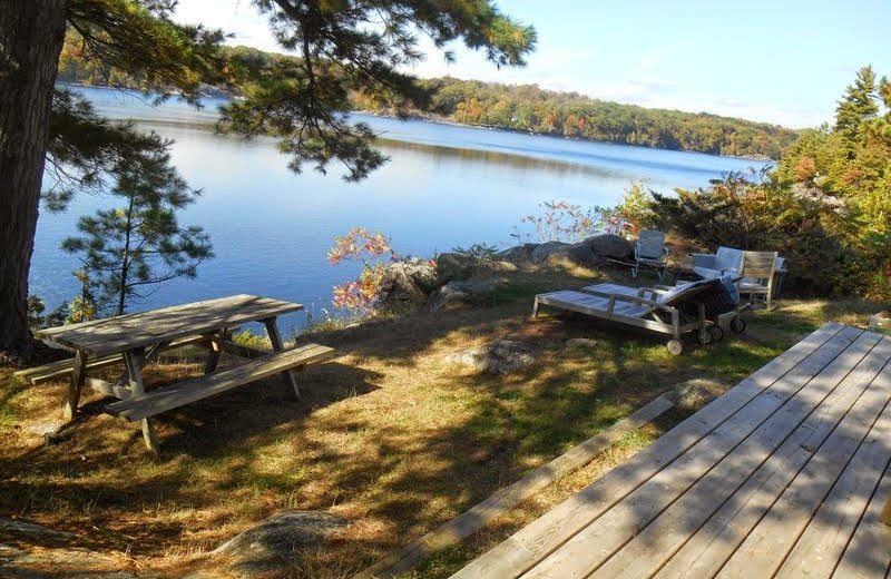 Cottage picnic area at Bob's Lake Cottages.