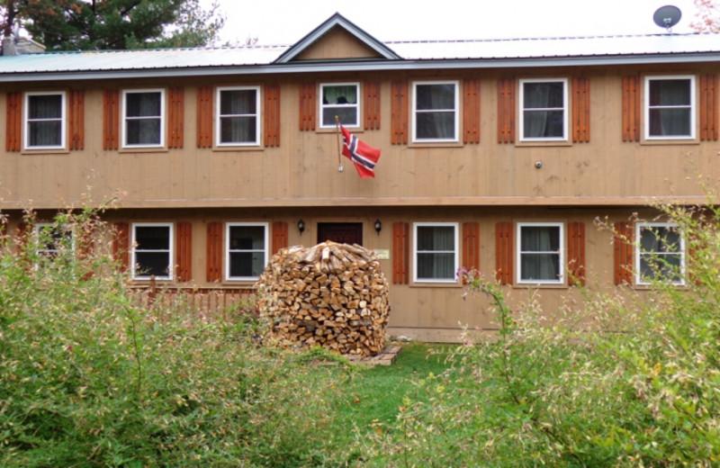 Lodge exterior at HighWinds Lodge & Cottages.
