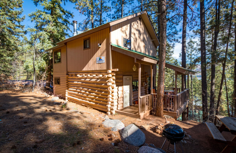 Cabin exterior at Pine River Lodge