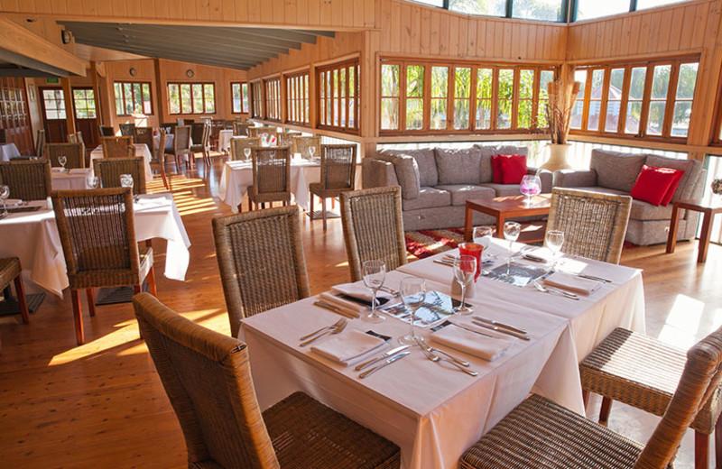 Dining at Coachhouse Marina Resort.