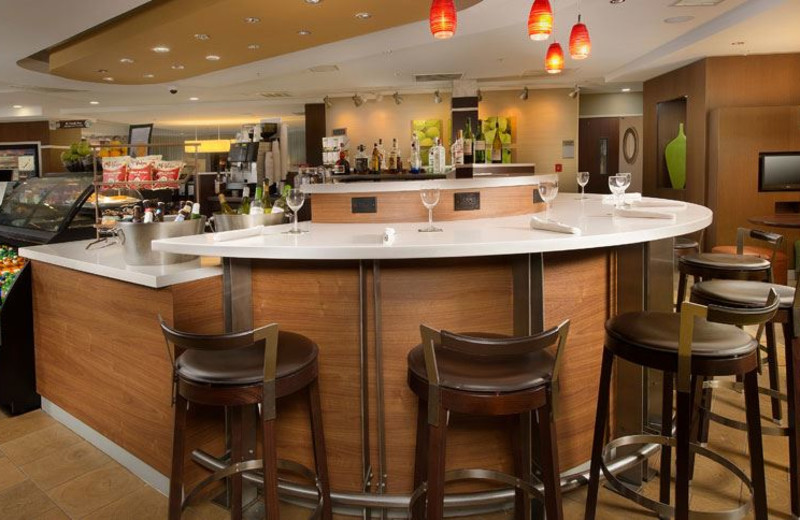 Dining at Courtyard by Marriott Waldorf