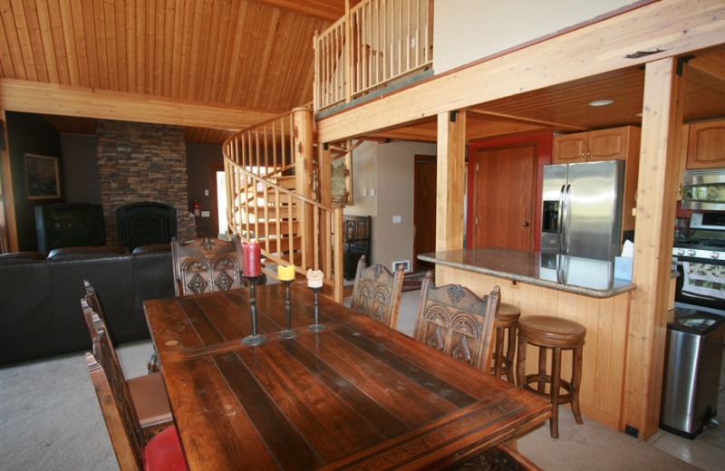 Vacation rental dining room at Bear Creek Lodge.