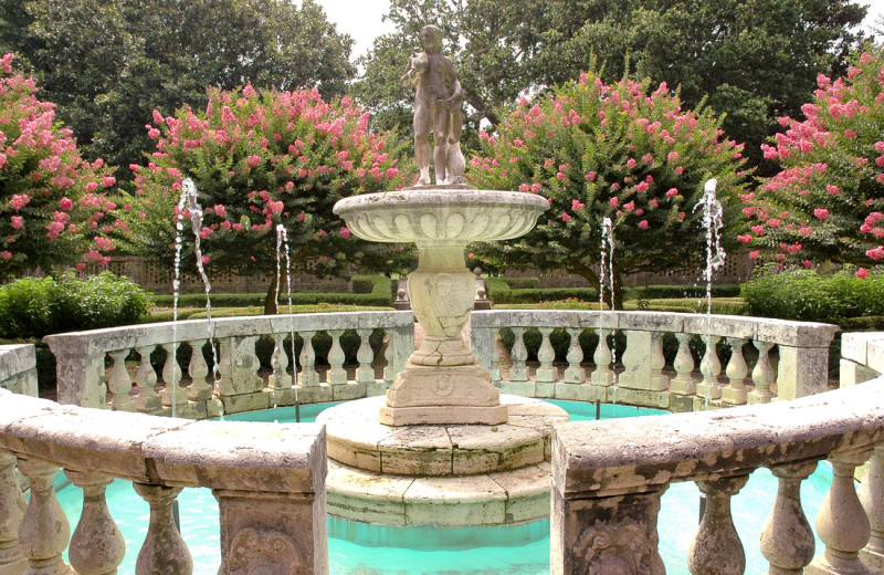 Free Admission to the Elizabethan Gardens with Atlantic Realty's Fun N Sun Program.