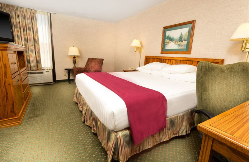 Guest room at Drury Inn Poplar Bluff.