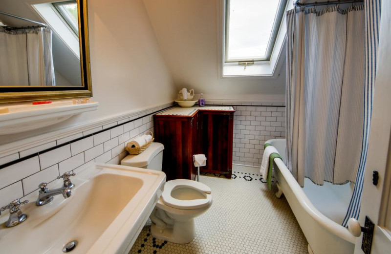 Vacation rental bathroom at Vacasa Rentals Mt Hood.