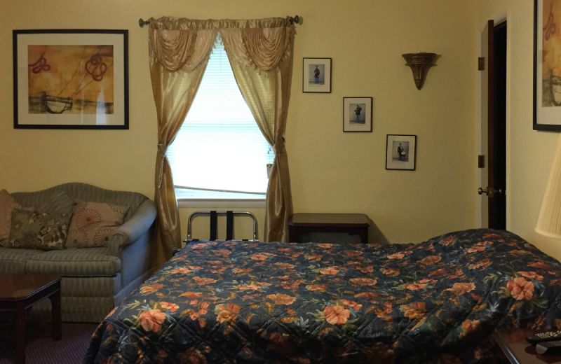 Guest room at The Alcove at Luray.