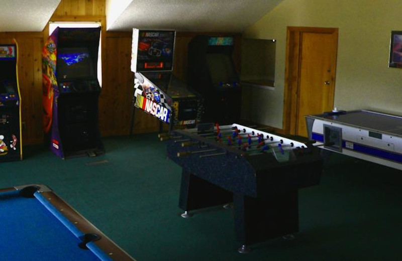 Game room with arcades at Windwood Fly-In Resort.