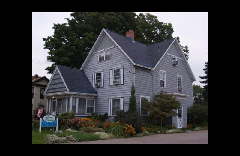 Exterior view of Four Creeks Bed & Breakfast.