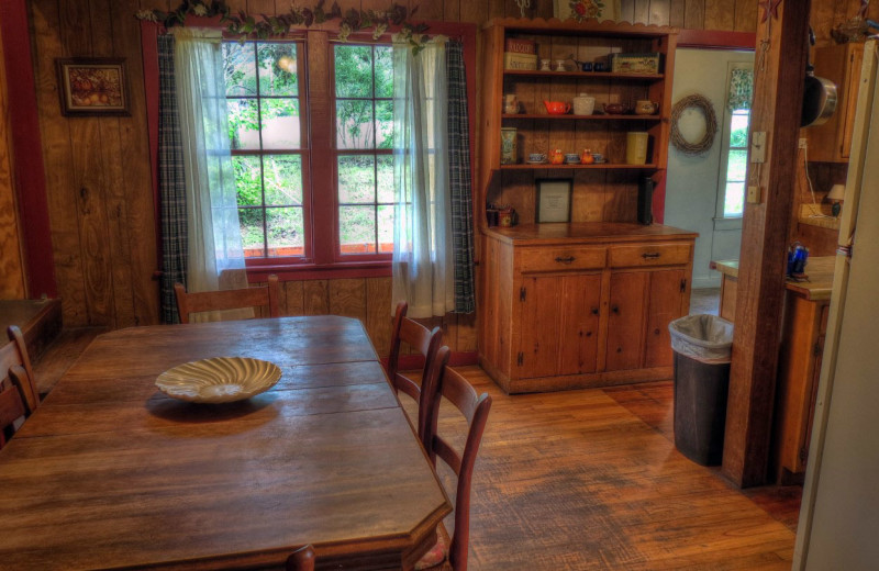 Cabin kitchen and dining at Foxfire Cabins.