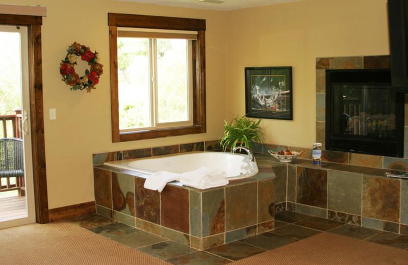 Guest hot tub at The Duck Inn.