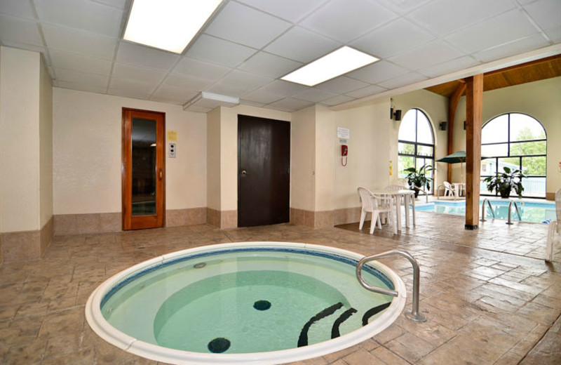 Hot Tub & Pool at Best Western Music Capital Inn