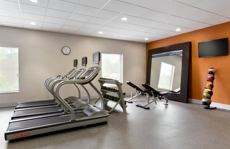 Fitness room at Hampton Inn North Olmsted.