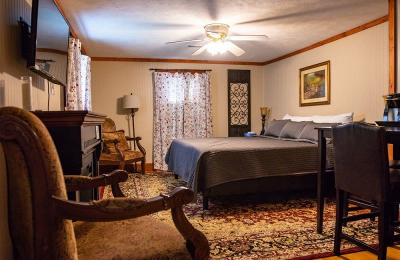 Guest room at Hocking Hills Inn.