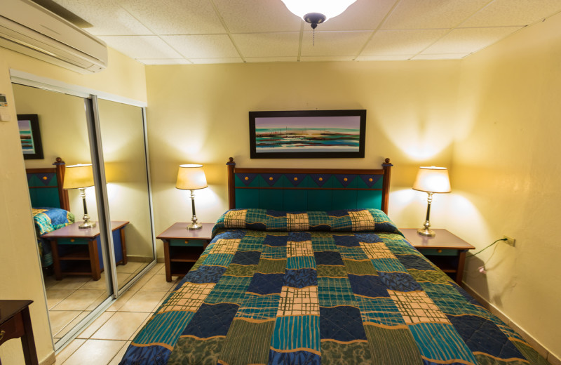 Guest room at Hotel Villa Confresi.