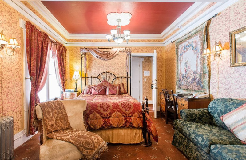 Guest room at Nob Hill Hotel.