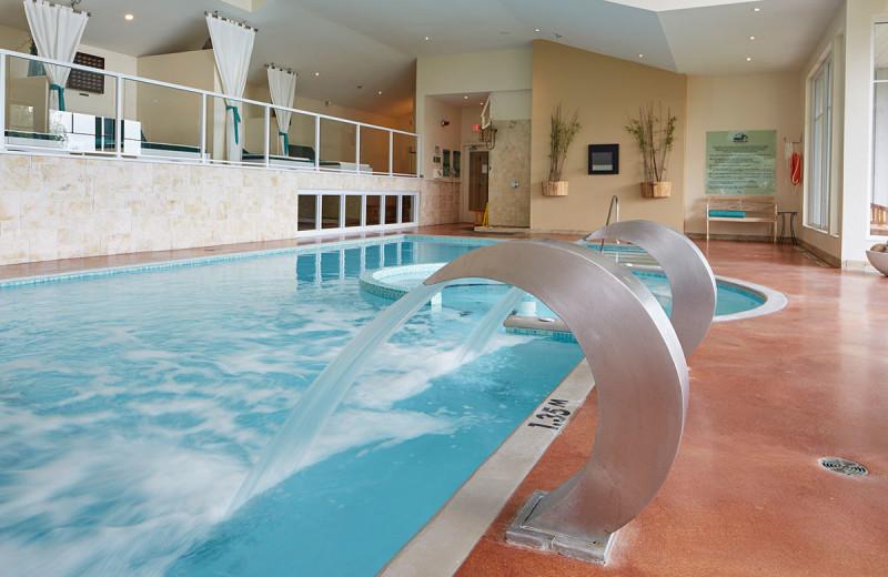Indoor pool at Sir Sam's Inn and WaterSpa.