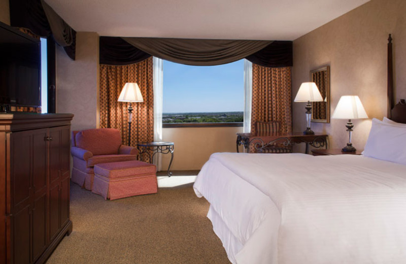Guest room at Omni Austin Southpark.