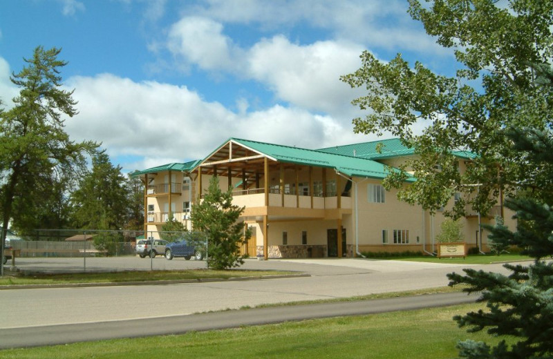 Exterior view of Northern Greens Resort and Conference Centre.