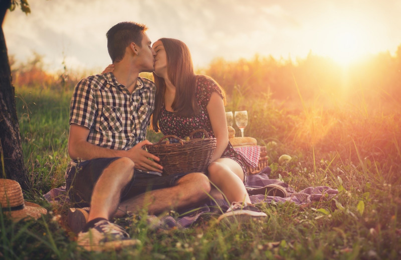 Couple picnic at Blair House Inn.